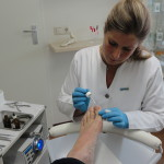 Preventief desinfecteren van de nagels met Sterilon.